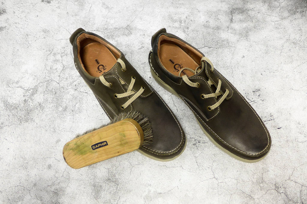 Saphir Greasy Leather
